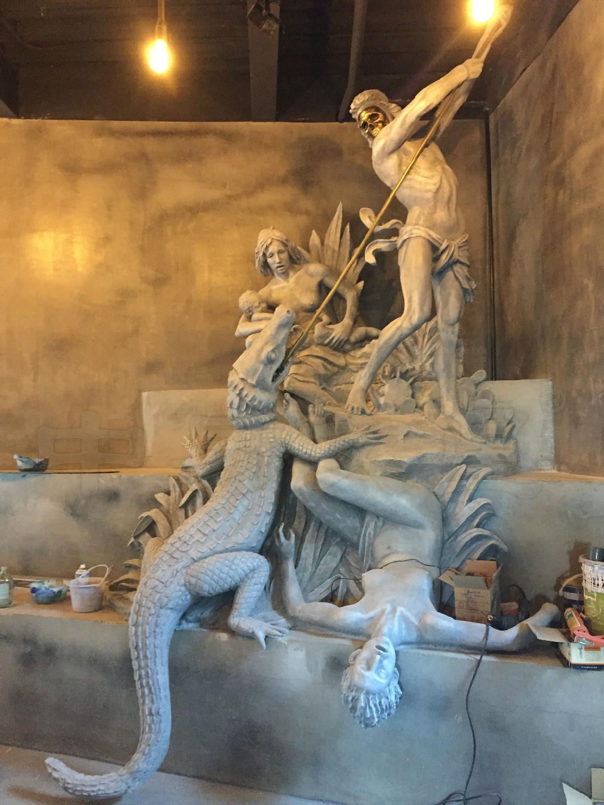 翻制玻璃钢雕塑,锻造不锈钢雕塑,铸铜雕塑,石雕;按照造型形式分为